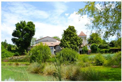 Domaine de La Michelle : Guest accommodation near Lusignan-Petit