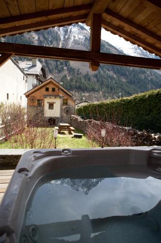 Chalet le Flocon Chamonix : Guest accommodation near Chamonix-Mont-Blanc