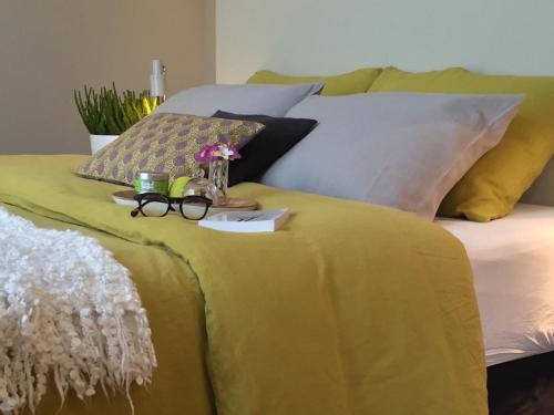Au 10 Bed & Breakfast : Bed and Breakfast near Chartres
