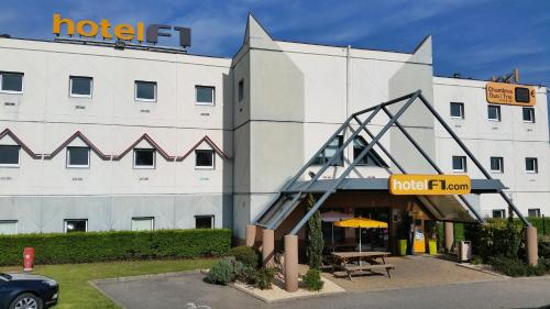 hotelF1 Lyon Isle D'Abeau Ouest St Exupery : Hotel near Heyrieux