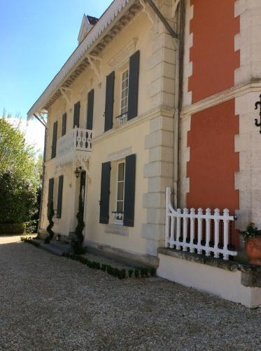 Le Chalet De Luxe : Bed and Breakfast near La Chapelle-Grésignac