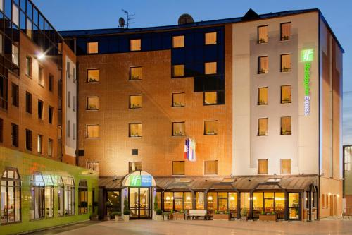 Holiday Inn Express Arras : Hotel near Bailleulmont