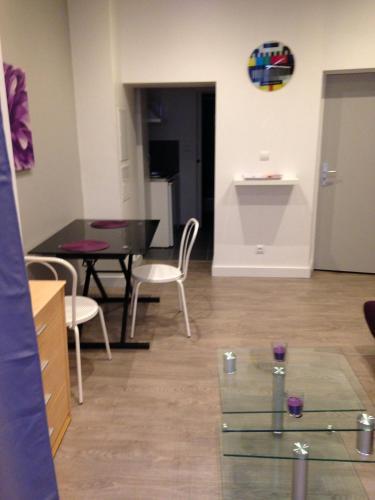 AUBENAS Centre Ville : Apartment near Saint-Étienne-de-Fontbellon