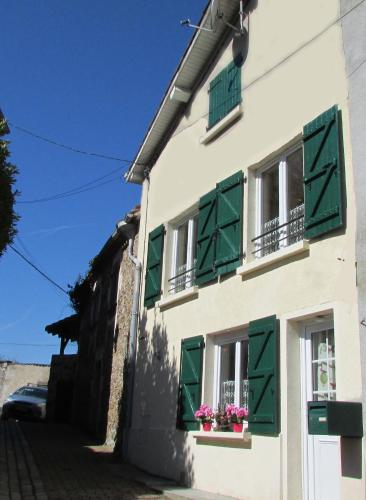 Holiday Home Rue Casse Cou : Guest accommodation near Manot