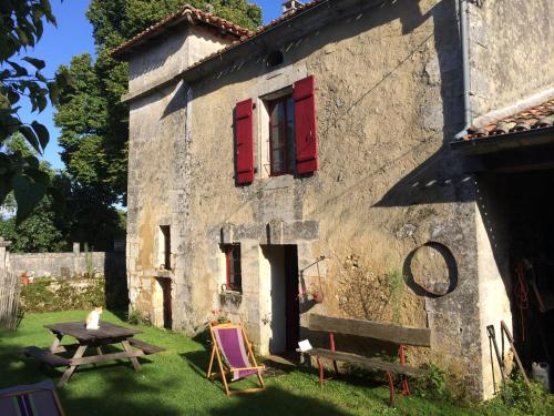 Gite Pigeonnier : Guest accommodation near Combiers