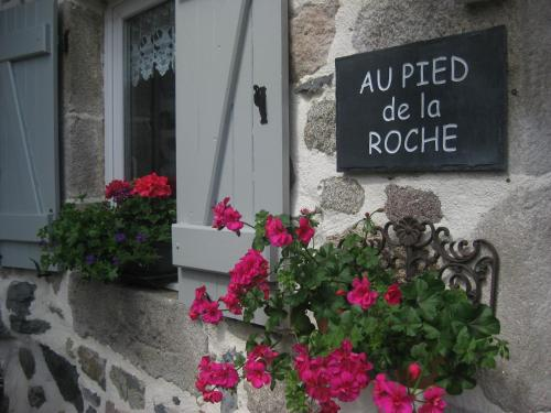 Au Pied de la Roche : Apartment near Saint-Pierre-du-Champ
