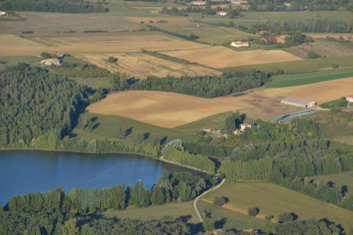 Gite au Lac du Gouyre : Guest accommodation near Monteils