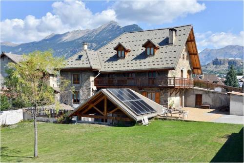 La Ferme de la Tour : Guest accommodation near Villar-Saint-Pancrace