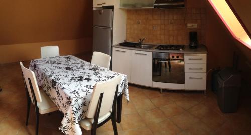 Maison de Varennes : Apartment near Vernines