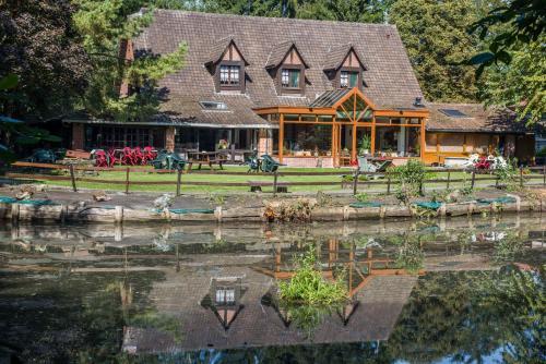 Auberge du Bord des Eaux : Hotel near Bellaing
