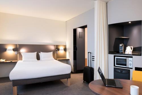 Novotel Suites Paris CDG Airport Villepinte : Hotel near Roissy-en-France