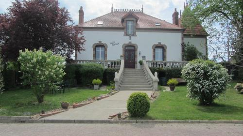 Maison les Deux : Bed and Breakfast near Gannay-sur-Loire