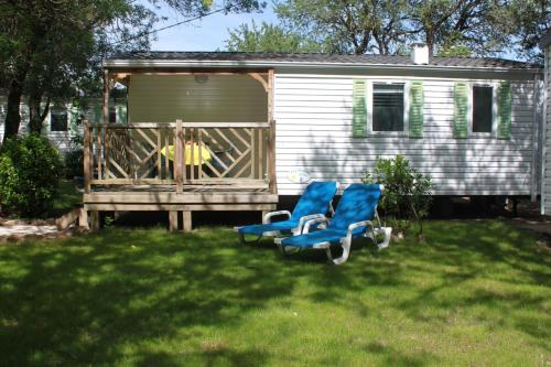 Camping Les Genêts d'Or : Guest accommodation near Mornas