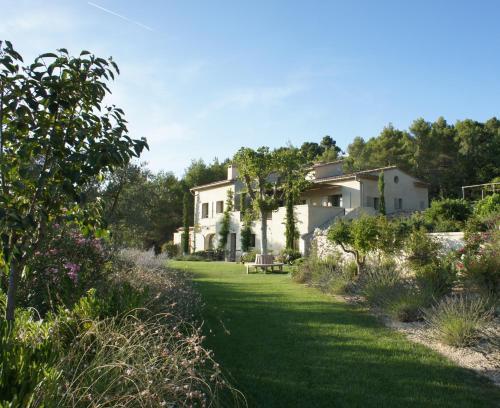 Les Jardins Ajoucadou : Bed and Breakfast near Cadenet