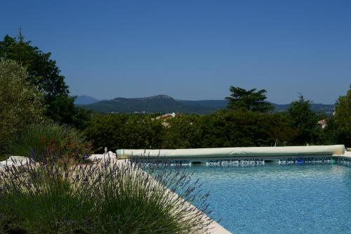 Chambre d'Oc : Bed and Breakfast near Cannes-et-Clairan
