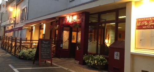 Hotel du Centre - Restaurant le P'tit Gourmet : Hotel near Sambourg