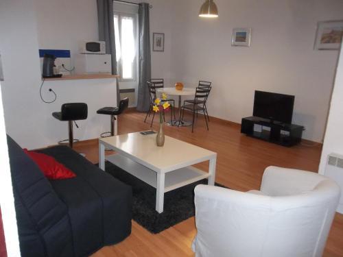 Margot : Apartment near Pennautier