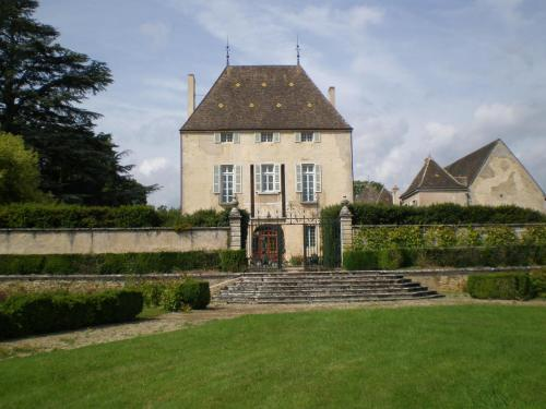 Chateau de Chorey : Bed and Breakfast near Comblanchien