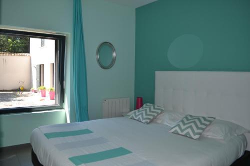 Demeure & Dépendance : Bed and Breakfast near Brindas