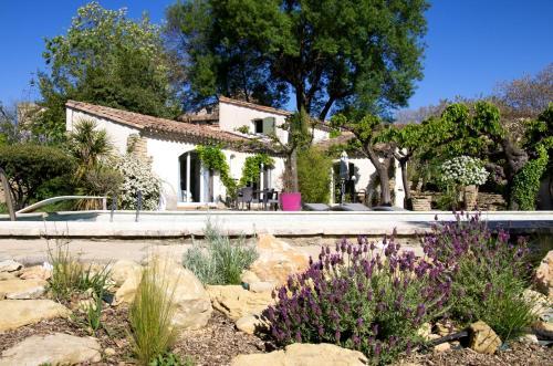 La Bastide des Mûriers : Guest accommodation near Martignargues