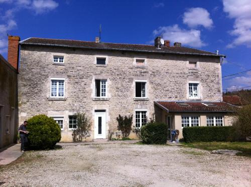Les Lilas Roses : Guest accommodation near Échenay