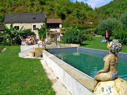 Les Pieds dans l'eau : Guest accommodation near Lachapelle-Auzac