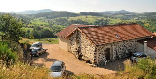 Les Chambres du Fraisse : Bed and Breakfast near Borée