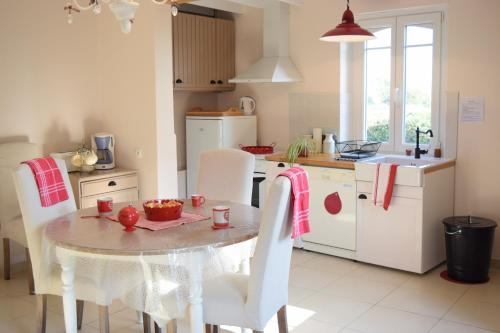 Ferme du lin : Angelin : Guest accommodation near Neuilly-le-Dien