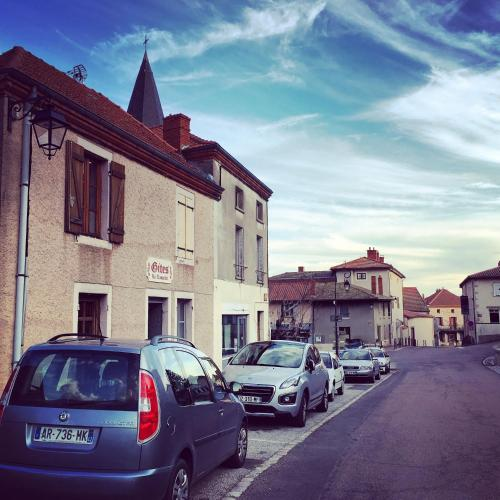 Gites Le Lancelot : Bed and Breakfast near Commelle-Vernay
