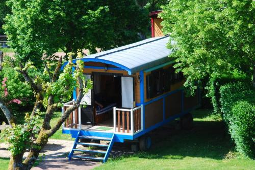 Les Roulottes Du Bazois : Guest accommodation near Beaulieu