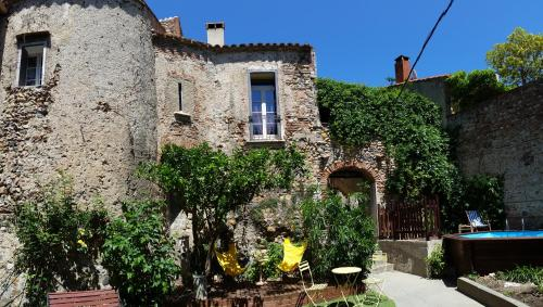 La Tour Du Terroir : Bed and Breakfast near Espira-de-l'Agly