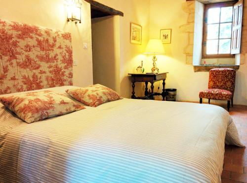 Logis de la Helberdière : Bed and Breakfast near Saulges