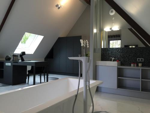 Le Domaine des Loups : Guest accommodation near Houdain