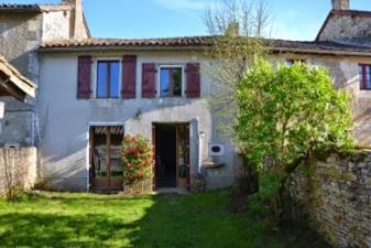 Gite La Pommeraie : Guest accommodation near Sainte-Soline