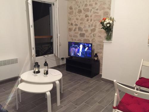 Perrin Solliers Apartment : Apartment near Marseille 6e Arrondissement