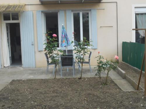 Les Palmiers : Apartment near La Roque-Sainte-Marguerite