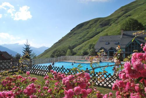 Les Chalets de l'Ossau : Guest accommodation near Arbéost