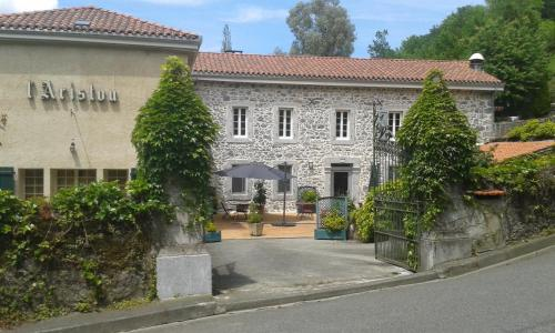 Chambres d'hôtes L'Aristou : Bed and Breakfast near Ore