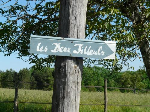 Les Deux Tilleuls : Bed and Breakfast near Fouleix