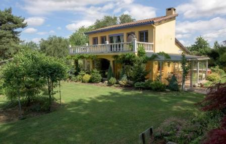 La Maison Aux Fleurs : Bed and Breakfast near Brias