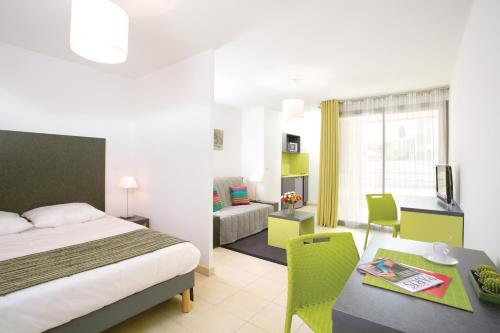 Appart'City Confort La Ciotat – Côté Port : Guest accommodation near La Ciotat