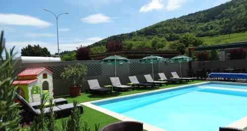 Hôtel Restaurant Chaléat Sapet : Hotel near Saint-Julien-Vocance