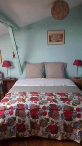 Chambres et Table d'Hôte Sûn : Bed and Breakfast near Belcastel