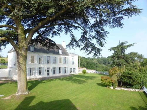 Manoir Plessis Bellevue : Guest accommodation near Varrains