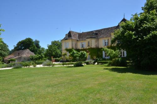 Château Le Tour - Chambres d'Hôtes : Bed and Breakfast near Lanquais