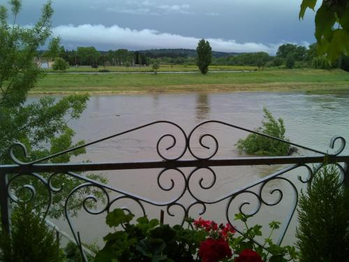Riverside Home Cottage : Bed and Breakfast near Rustiques