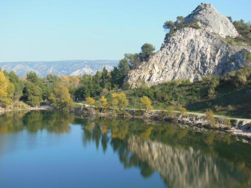 Camping de la Vallée Heureuse : Guest accommodation near Sénas