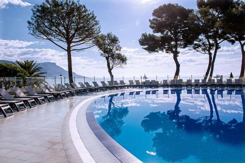 Hôtel Vacances Bleues Delcloy : Hotel near Saint-Jean-Cap-Ferrat