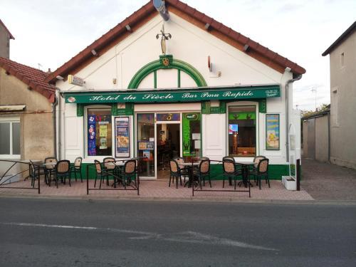 Hotel du siecle : Hotel near Thaix