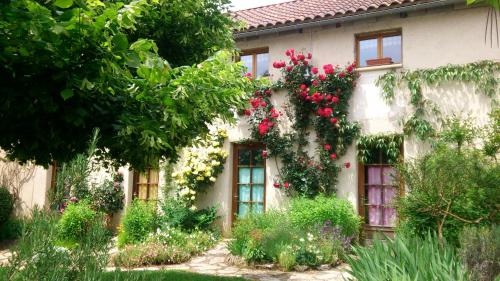 Auberge des Versanes : Guest accommodation near Calvignac